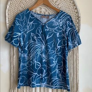 Chico's floral Hawaiian shirt. blue& white. size 1